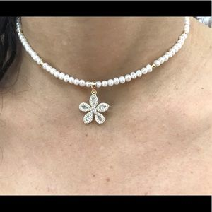 PEARL BEADED NECKLACE w/ MOTHER OF PEARL FLOWER